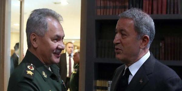 Bakan Hulusi Akar, Rusya Savunma Bakanı Şoygu ile görüştü