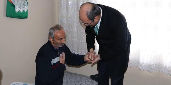 Siirt Kurtalan İlçe Kaymakam'ı Aydın hasta ve yaşlıları evlerinde ziyaret etti