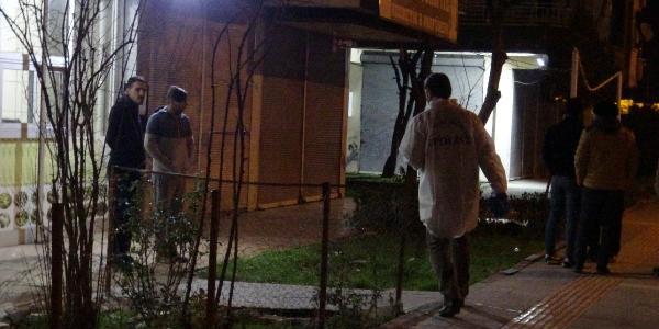 Bir apartmanda karton kutu içerisinde parçalanmış erkek cesedi bulundu