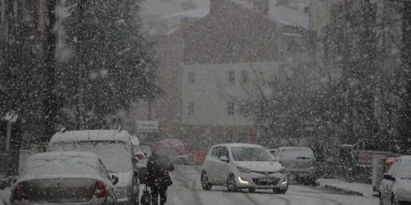 Eskişehir kent merkezinde lapa lapa kar yağışı
