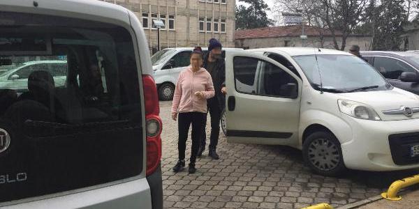 17 yaşındaki kıza fuhuş yaptırdığı iddia edilen kadın adliyede