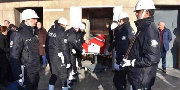 5 gün önce beyin kanaması geçiren polis memuru hayatını kaybetti