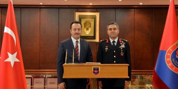 Vali Şentürk'ten Tugay Komutanlığı'na İadeyi ziyaret