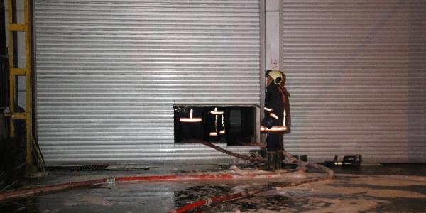 Başkentte oto tamir dükkanında yangını