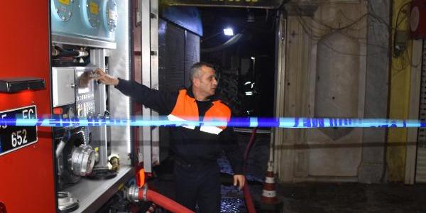 İzmir'de bir otelin çatı katında çıkan yangın korkuttu