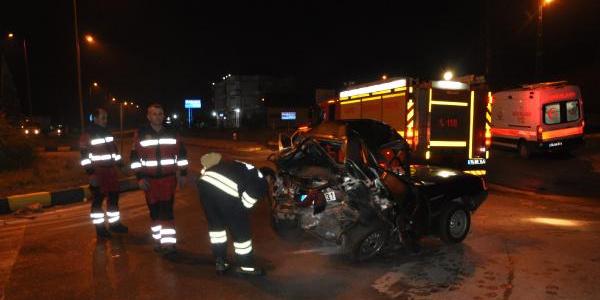 Arıza yapan otomobili iten kişiye otomobil çarptı