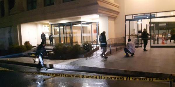 İstanbul'da alışveriş merkezi önünde silahlı saldırı: 1 kadın ağır yaralı