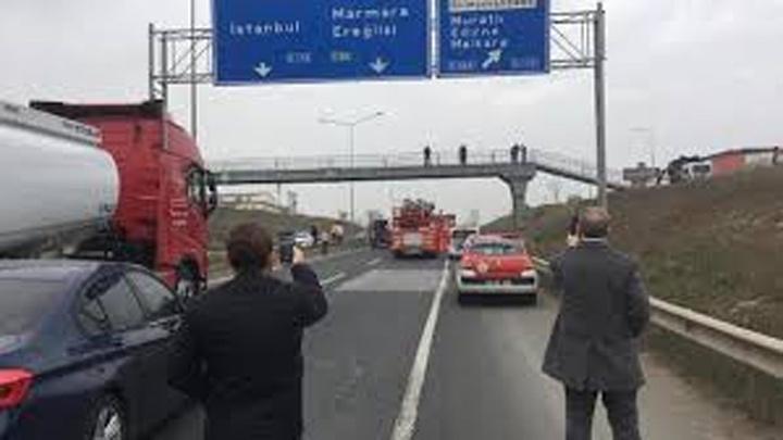 Tekirdağ'da bir üstgeçitteki intihar girişimi, trafiği kilitledi