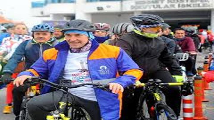 CHP'nin İzmir adayı Tunç Soyer, ilk projesini bisiklet turundan sonra açıkladı