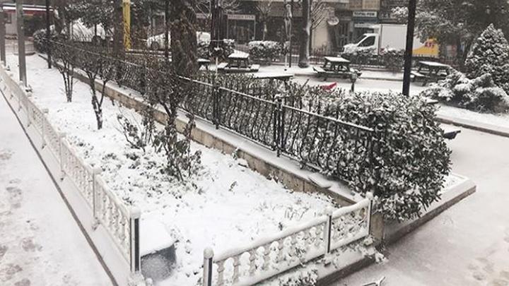 Edirne kar yağışıyla beyaza büründü