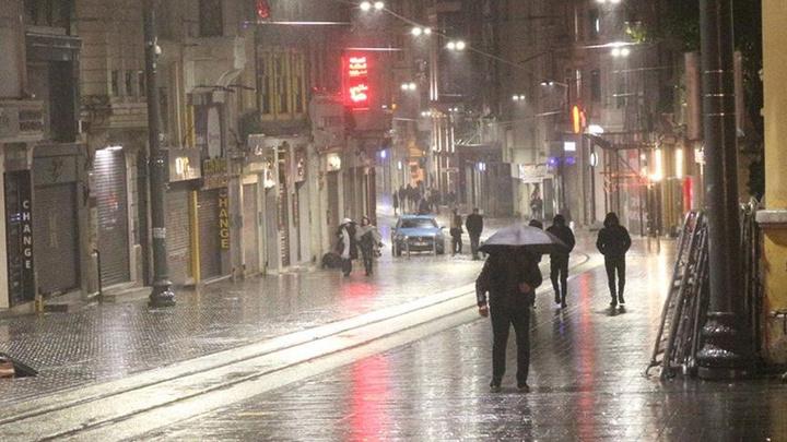 İstanbul'da etkili olan kar yerini yağmura bıraktı
