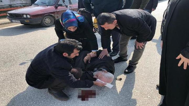 Düzce'de otomobil motosiklete çarptı; motosiklet sürücüsü yaralandı