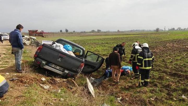 İmamoğlu'nda bir otomobilin kamyonete çarpmasıyla 1 kişi öldü, 3 kişi yaralandı