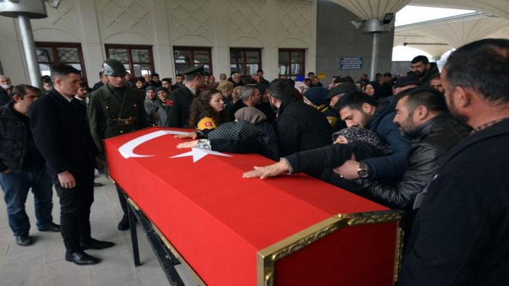 Yüksekova'da yaşamını yitiren sözleşmeli er, Ankara'da düzenlenen törenle toprağa verildi
