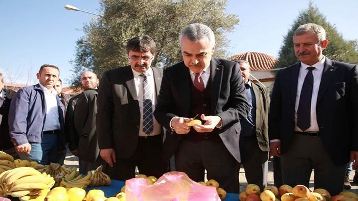 """Mustafa Savaş: """"Çerçioğlu Aydın'ı, inciri, zeytini, kestaneyi değil, kendisini markalaştırma çabasında"""""""