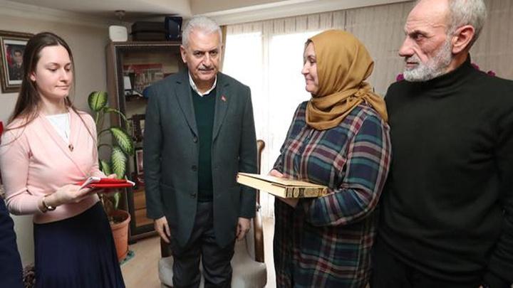 Binali Yıldırım Çekmeköy'de şehit ailesini ziyaret etti