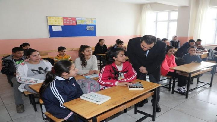 Kars Valisi Öksüz, okullarda incelemelerde bulundu