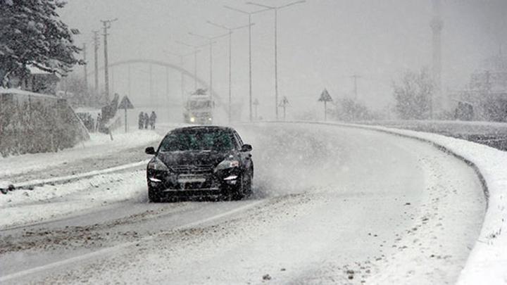 Bolu Dağı'nda kar yağışı  ulaşımı yavaşlattı