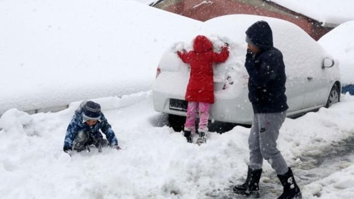 Elazığ'da kar nedeniyle eğitime bir gün ara