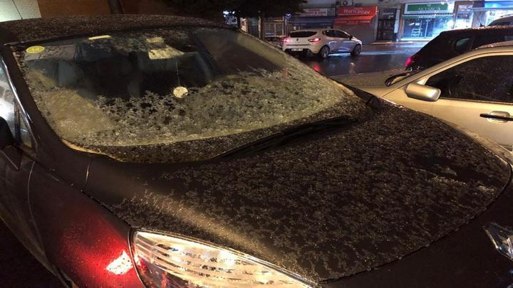İstanbul'da yağmurla birlikte dolu etkili oluyor