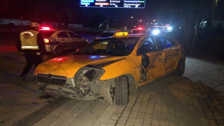 Ankara'da 3 ayrı noktada trafik kazası: 2' si ağır 4 yaralı