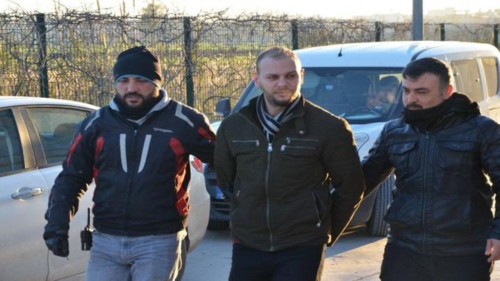 Adana'da farklı suçlardan dolayı hapis cezası kesinleşen 47 firariye şafak operasyonu düzenlendi