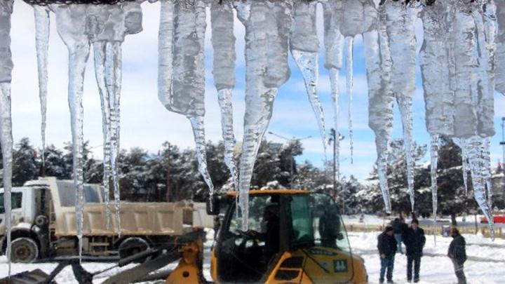 Doğu Anadolu buz kesti: Termometreler Erzurum'da eksi 25'i gördü