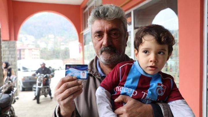 İki  yaşındaki Recep Tayyip Erdoğan,  Cumhurbaşkanı Recep Tayyip Erdoğan'ı görmek istiyor