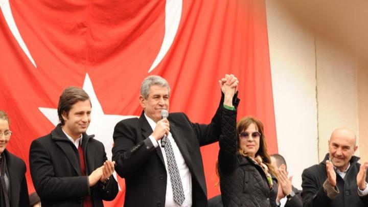 CHP, Balçova'da Mehmet Ali Çalkaya'nın adaylığının düşürülmesi üzerine yerine eşini aday gösterdi