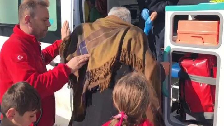 Bingöl'de ekipler 6 saatlik çalışma sonucu 3 hastayı kurtardı