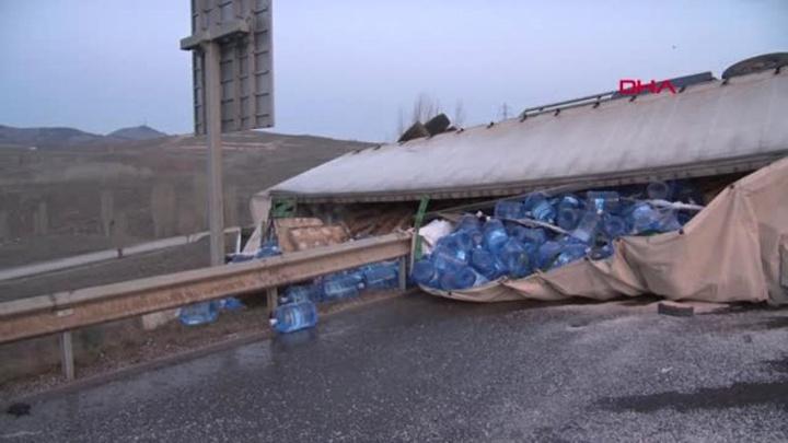 Başkentte kontrolden çıkan TIR tankere çarptı, TIR sürücüsü yaralandı