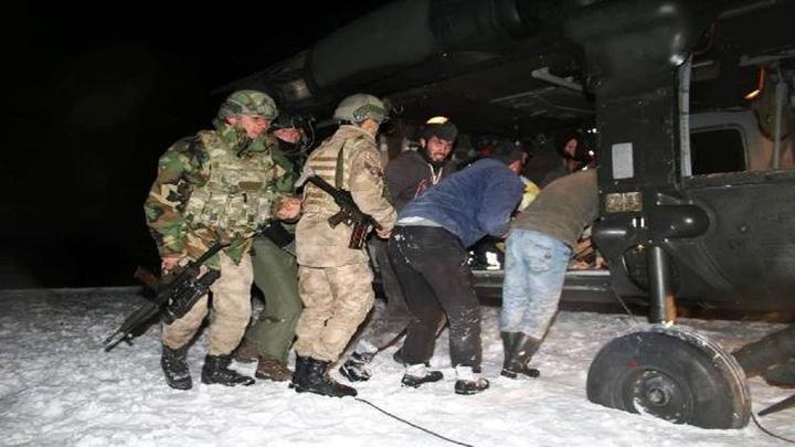 Bitlis'te 8'inci çocuğuna hamile kadın askeri helikopterle hastaneye götürüldü