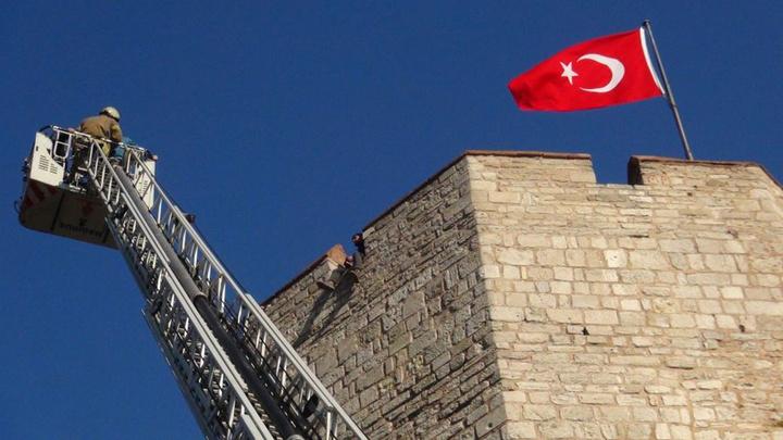 Tarihi Edirnekapı surlarında panik