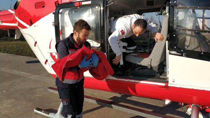 Samsun'da ambulans helikopter 21 günlük bebek için havalandı
