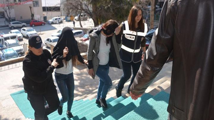 35 bin TL'lik ziynet eşyası çalan 2'si kadın 4 kişi çaldıkları altınların bedelini ödeyerek serbest bırakıldı