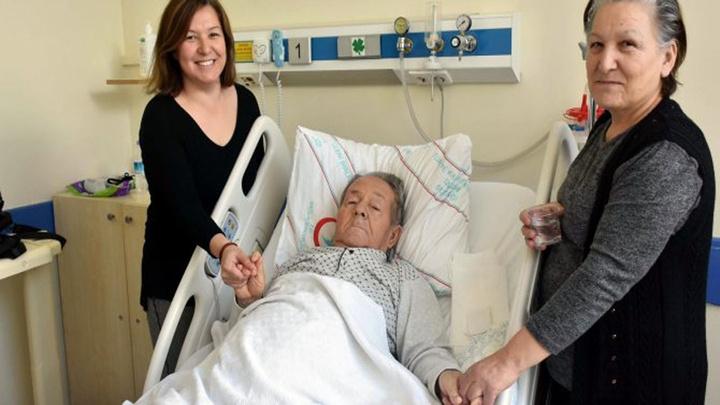 Manisa'da akciğerinde  tümör bulunan Mehmet Bayer kapalı yöntemle ameliyat edildi