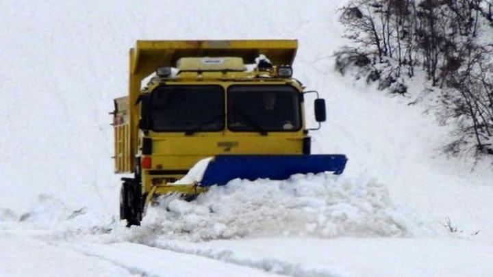 Van'da etkili olan kar  55 yerleşim yerini ulaşıma kapattıı