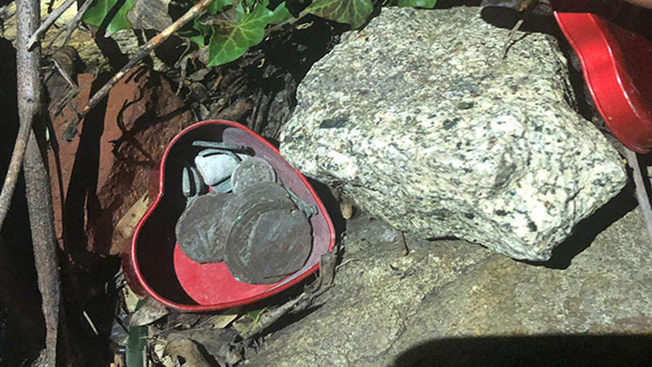 Balıkesir'de arkeolojik alanda kaçak kazı yaparak sikke ile antika bulan 2 kişiyi jandarma yakaladı