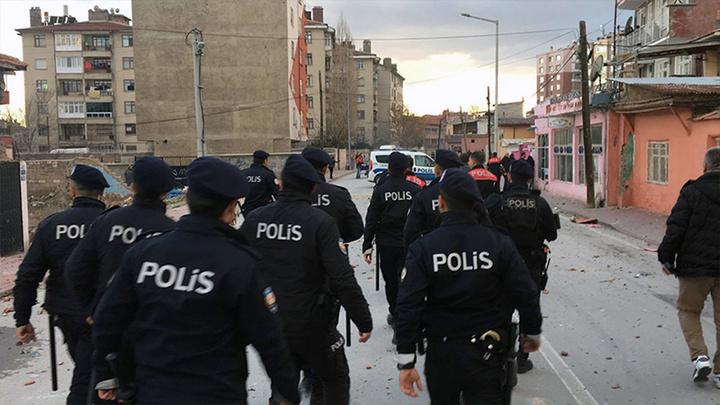 Konya'da iki aile arasında çıkan kavga 200 polisin müdahalesiyle güçlükle durduruldu