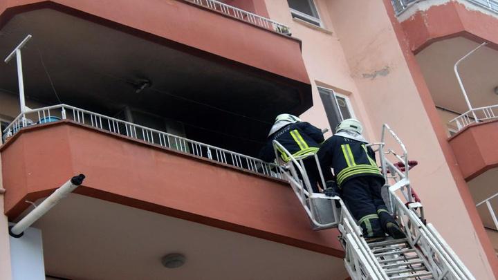 Menteşe'de bir apartmanın üçüncü katında yangın çıktı yangın diğer dairelere sıçramadan söndürüldü