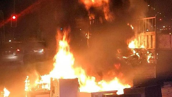 Ankara'da ikinci el mobilya ve beyaz eşya yüklü kamyonette seyir halinde iken yangın çıktı