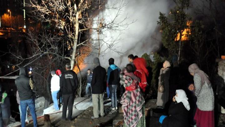 Başkentte iki gecekondu yandı; 20 kişi evsiz kaldı
