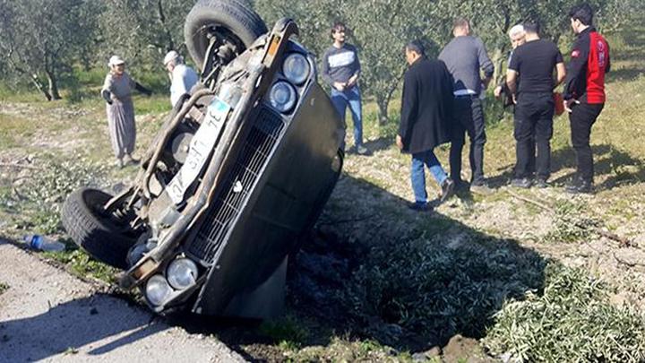 Bursa'da bir otomobil yol kenarındaki zeytinliğe düştü: 1 kişi yaralandı