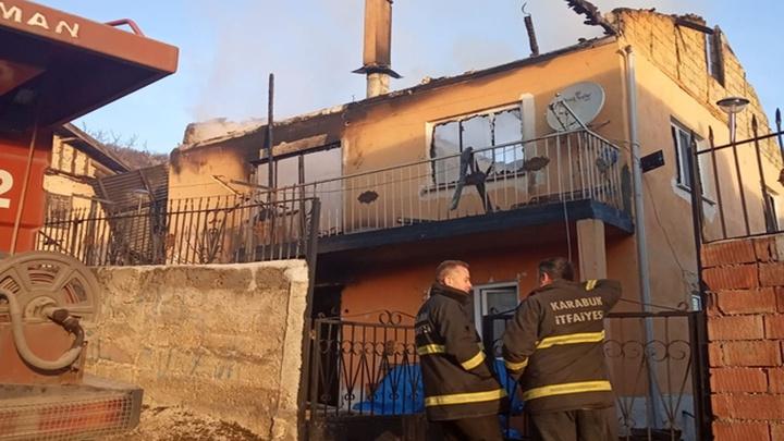 Karabük'te evleri yanan yaşlı çifti köylüler kurtardı