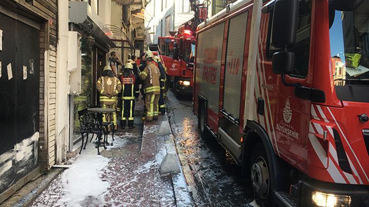 Beyoğlu'nda otelin çamaşırhanesinde yangın çıktı, yangında 7 kişi mahsur kaldı