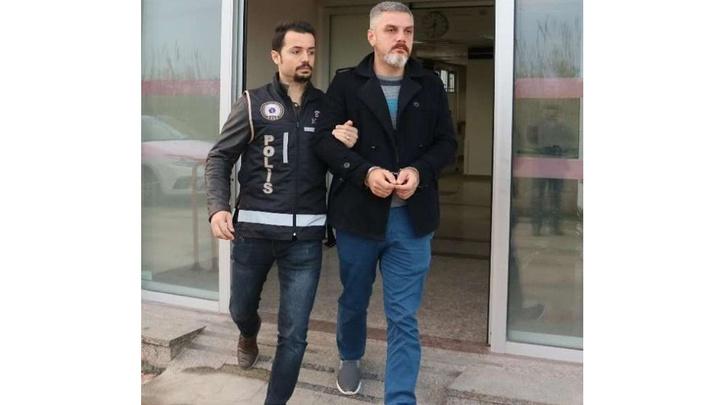 Adana'da polislikten ihraç edilen şahıs FETÖ'den tutuklandı