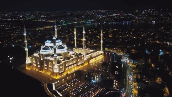 Regaib Kandil'inde ibadete açılan Çamlıca Camii havadan görüntülendi