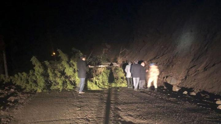 Artvin'de heyelan, 30 köye ulaşımın sağlandığı grup yolunu kapattı