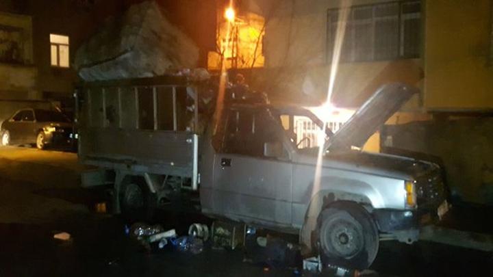 Avcılar'da kamyonet yandı