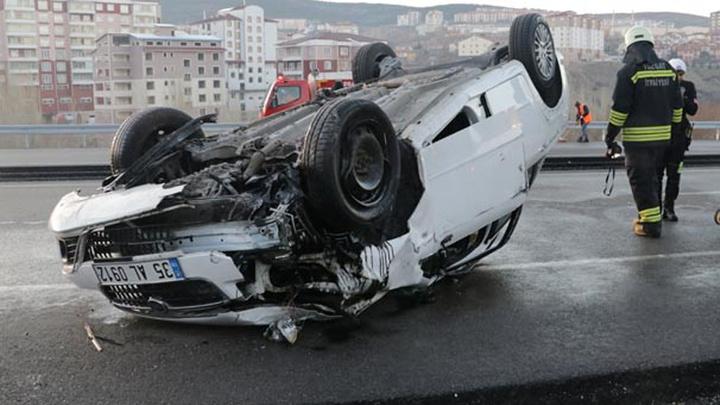 Yozgat'ta takla atan otomobildeki 5 kişi yaralandı; sürücü 'uyuya kaldık herhalde' dedi